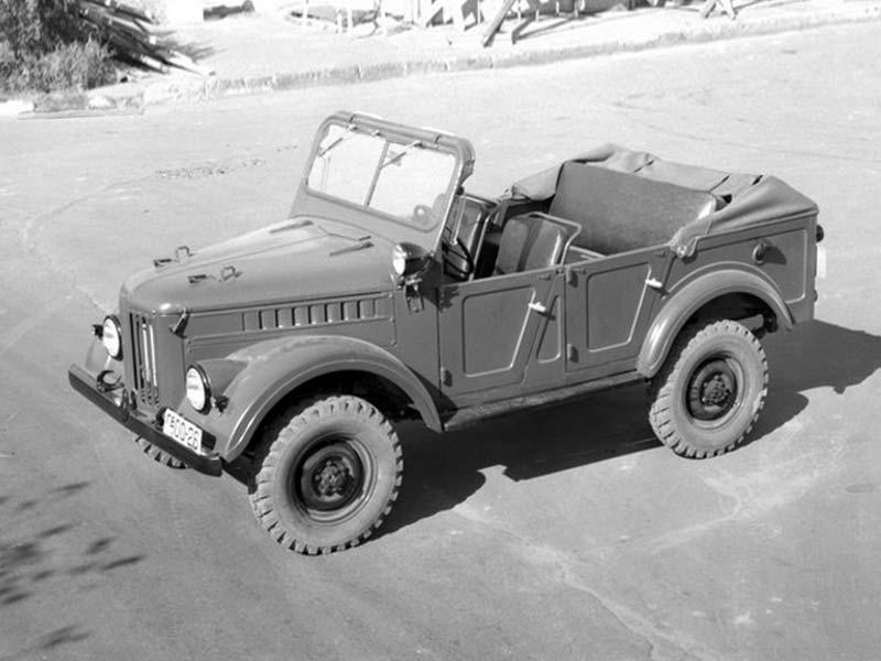 Это были внедорожник ГАЗ-69, который предоставлялся военным офицерам вместе с персональным сержантом-водителем